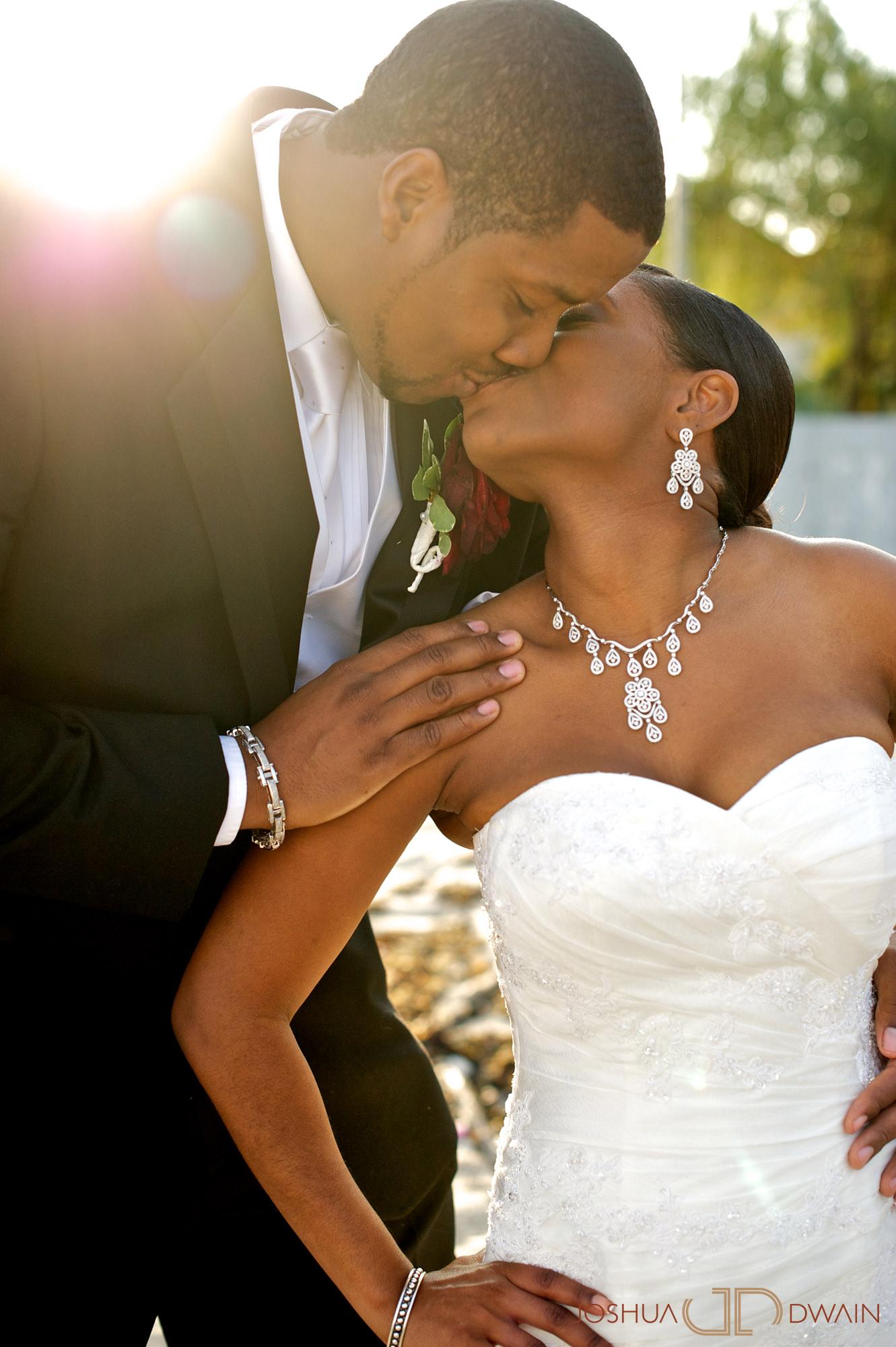 natifia-don-024-greentree-country-clubnew-rochelle-new-york-wedding-photographer-joshua-dwain-20101023_dn_1007