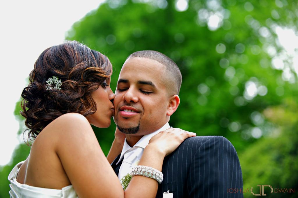 carolina-hector-016-chateau-briandlong-island-new-york-wedding-photographer-joshua-dwain-2011-05-13_ch_0457