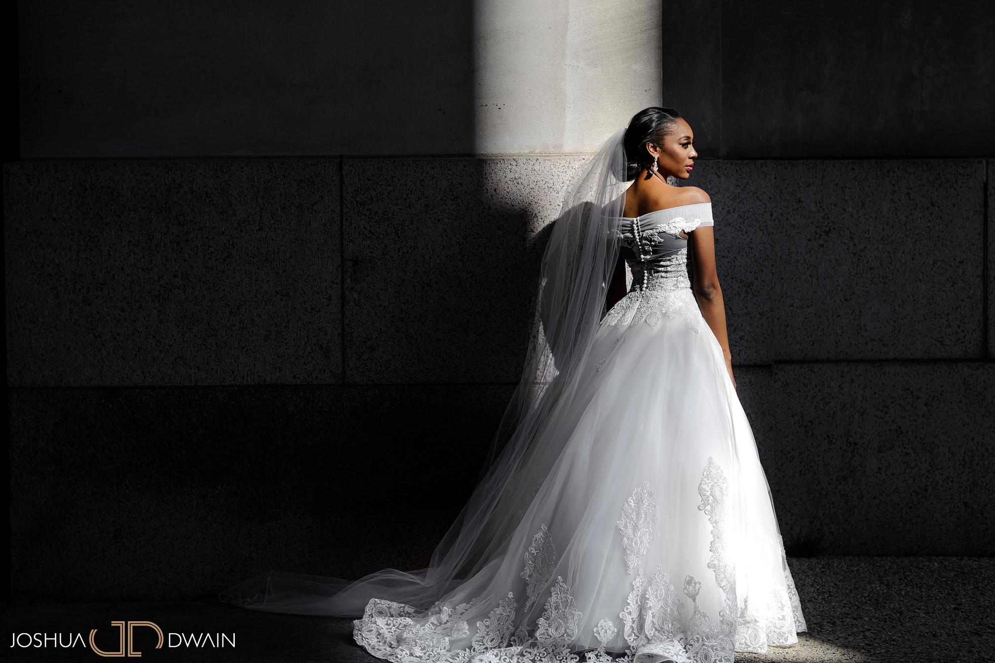 emerald-tolu--018-ronald-reagan-building-trade-center-best-washington-dc--wedding-photographer-joshua-dwain