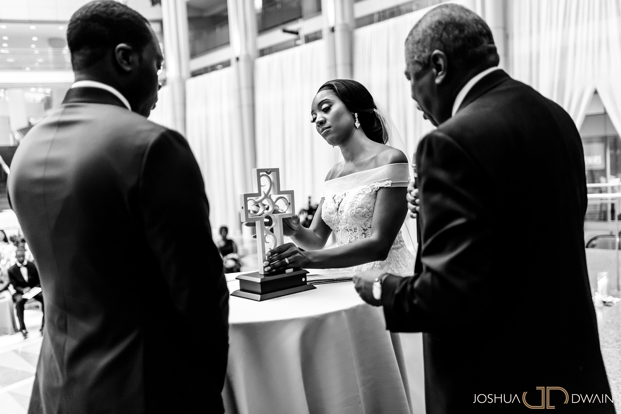 emerald-tolu--033-ronald-reagan-building-trade-center-best-washington-dc--wedding-photographer-joshua-dwain